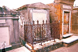 2010 St Louis Cemetery 5